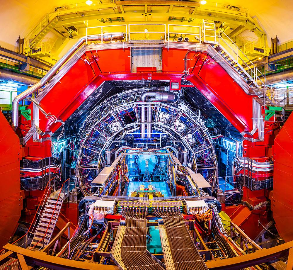 CERN's particle accelerator, the Large Hadron Collider (LHC). CERN is a shining example of international cooperation. Hundreds of professorships and research institutes are involved in experiments like LHC. (Photo:istockphoto.com/xenotar)