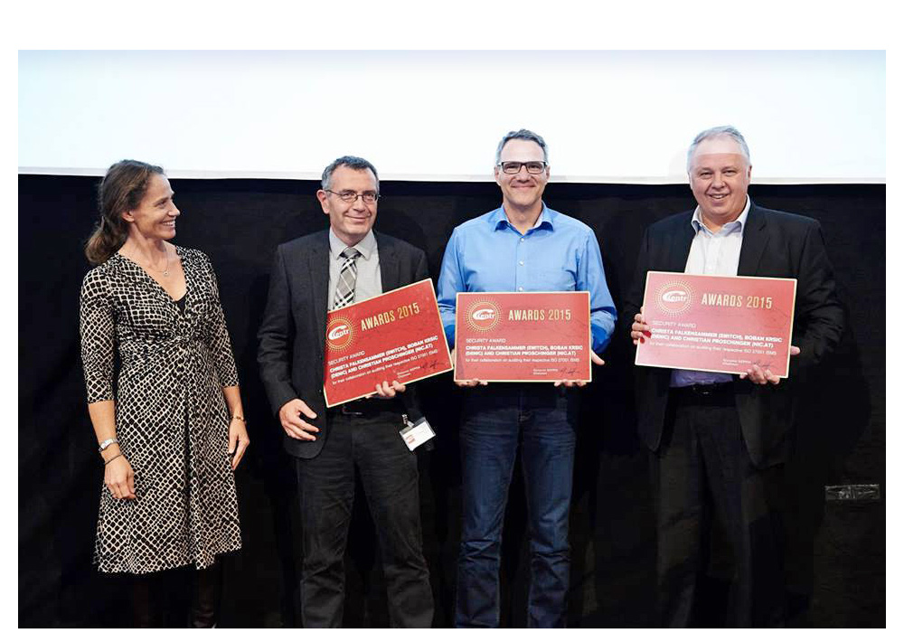 Presenting the CENTR Award in the category of Security. Second from left is Urs Eppenberger, head of the registry for .ch and .li domain names at SWITCH.